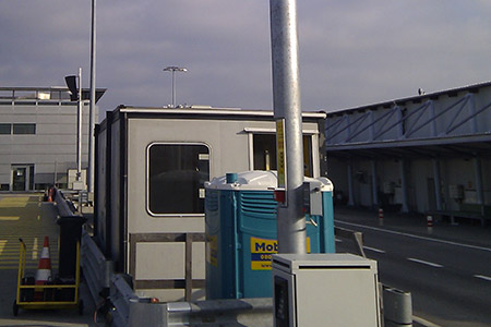 MASTS FOR AIRCRAFT DOCKING SYSTEMS AT AIRPORTS Luminotechnique